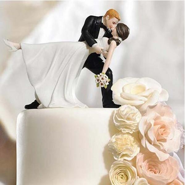 Adorável Bolo De Casamento Decoração Branco E Preto Noiva E Noivo Casal Figuras De Coco Clássico Beijando Abraço Barato Frete Grátis