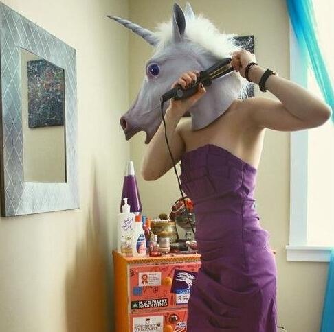 Venta al por mayor-2015 Nueva cabeza de la máscara del caballo espeluznante caliente cabeza de la máscara unicornio Traje de teatro de Halloween Prop Novedad Látex de goma