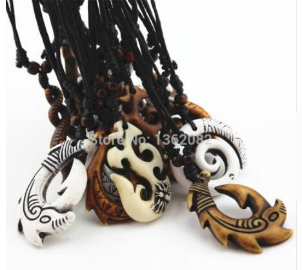 Mode Halskette gemischte Hawaiian Schmuck Nachahmung Knochen geschnitzt NZ Maori Fish Hook Anhänger Halskette Choker Amulett Geschenk YN542