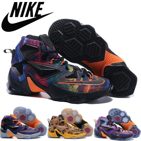 Acheter Nike Lebron 13 Xiii Horror Flick Vendredi 13 Éclaboussure De Sang Université Blanc Rouge 807219 106 Hommes LeBrons James Basketball Chaussures