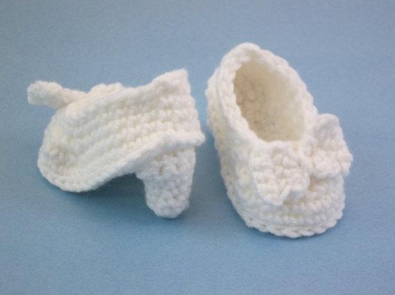 Crochet Baby Booties NEWBORN White High Heeled Shoes with Bow Baby Shoes 0-12 MONTHS CROCHET handmade infant baby shoes