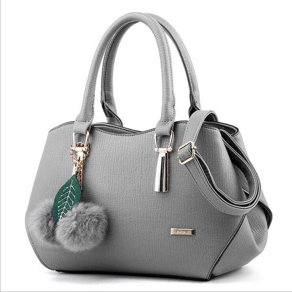 249e160b4786 ... Shoulder Bags  . The latest fashion in 2017 A beautiful woman s handbag  The slant bag that adorns the hair