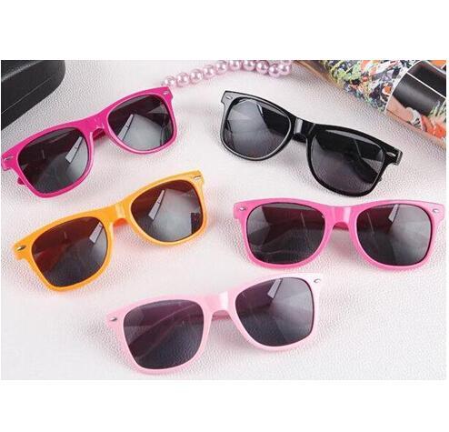 Новые Горячие продажи классические солнцезащитные очки солнцезащитные очки  Rivet разноцветного пляжные очки конфеты цвет очки ретро a97cdf638ca