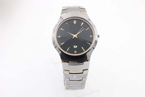 Relojes de lujo de cuarzo clásico. Relojes con esfera negra plateada Dezel. Relojes nuevos.