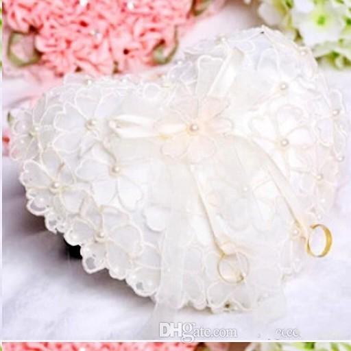 Günstige White Lace Perlen Bridal Ringe Kissen Organza Spitze Träger mit Blumen-Kristallen Ribbon Heart Shaped Ring Kissen Hochzeit Zubehör