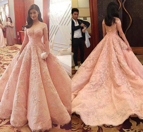 2018 Arabic Abayas Blush Pink Luxury Prom Dresses Sheer Neckline Lace Appliques Crystal Beaded Puffy Long Ball Gown Party Evening Dresses