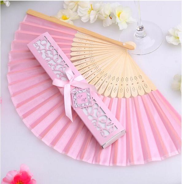 Lujoso ventilador de seda en caja de regalo elegante Favores de boda Embalaje exquisito ventilador de madera artesanal + 50pcs / lot + precio más bajo en es.dhgate.com