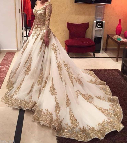 Cinderella Two Pieces Arabic Ball Gown Wedding Dresses Gold Lace Beads Luxury V Neck 3/4 Long Sleeves Chapel Train Vintage Bridal Dresses