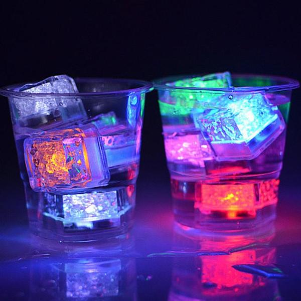 LED Buz Küpleri Hızlı Yavaş Flaş 7 Renk Otomatik Değişen Kristal Küp sevgililer Günü Partisi Düğün Için Su-Aktif Işık-up