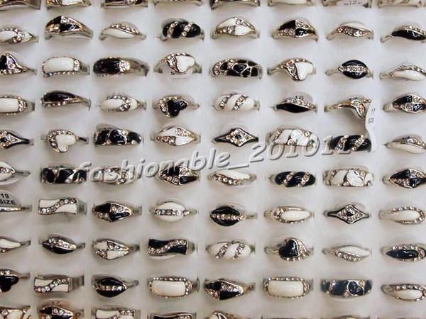 Bayanlar CZ Yüzükler Takı Moda Göz Kamaştırıcı Alyans Rhinestone Gümüş Kaplama Siyah beyaz Yüzükler