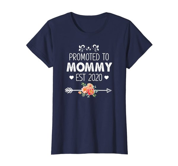 Womens Cute Promoted to Grandma Est 2020 Apparel New Mom Gift T-Shirt