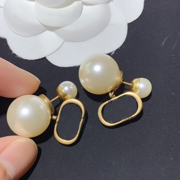 top popular Gold Charm Earrings for Woman Pearl Shape Earrings High Quality Brass 925 Silver Pin Earrings Fashion Jewelry Supply 2021