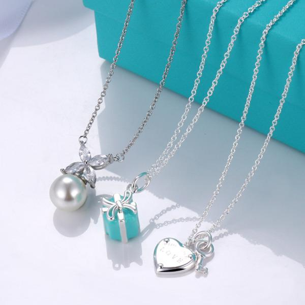 top popular Love Key Necklace Female T Gift Box Peach Heart Love Bow Pearl Pendant Clavicle Chain Silver Fashion Jewelry Blue Necklaces Q0803 2021