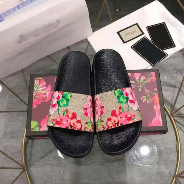 top popular Classic slipper Sell Well Rubber Sandals Slides Floral brocade Men Women Fashion Slippers Red White Gear Bottoms Casual By shoe10 03 2021