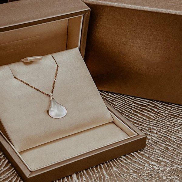 top popular Fashion Pendant Necklace Designer Necklaces Pearl Personality Design 2 Color Temperament Top Quality 2021