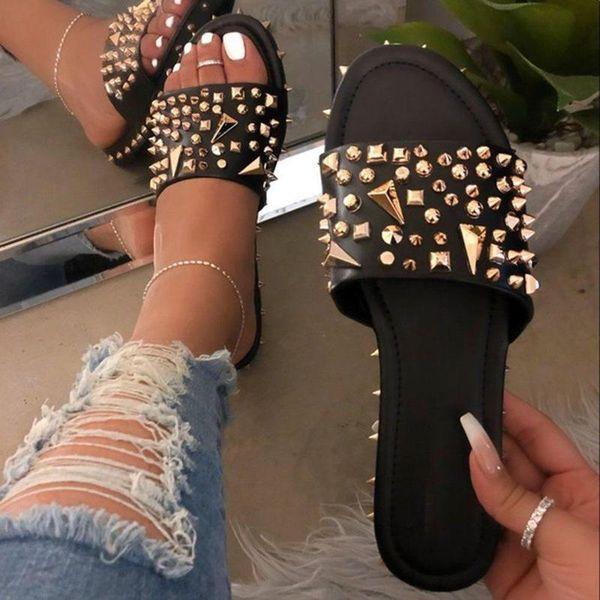 2021 New Rivet Slippers Fashion Women Large Size Sandals Womens House Slippers Flat Heel Sandals Summer Flip Flop