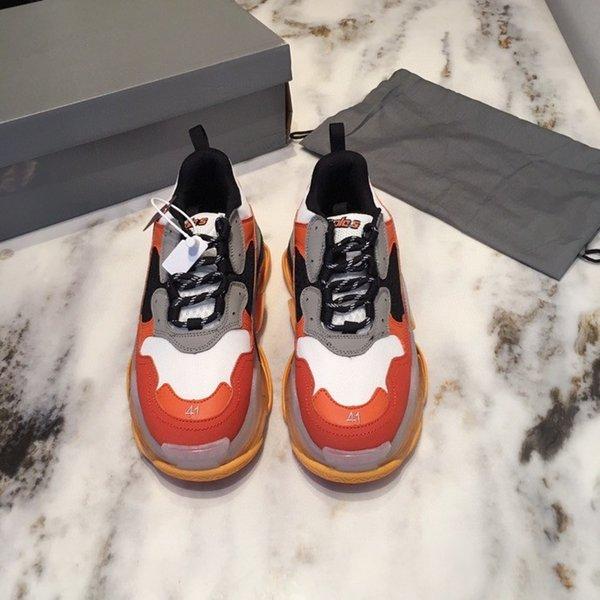 Fashion Paris 17FW Triple S Sneakers Triple S Casual shoes Dad Shoes Mens Women Beige Sports Tennis Platform Runnner Shoes