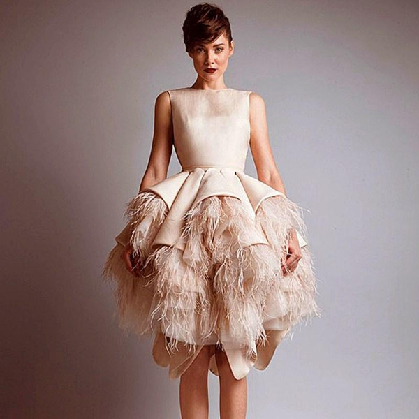 New 2019 Crew Neck Keyhole Back Tiers Satin Short A-Line Evening Dresses Wit Ostrich Feather Prom Evening Gowns