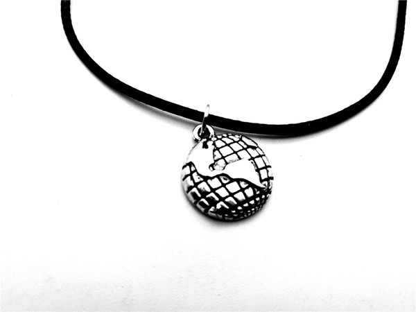 5PCS Outline Globe World Map Pendant Necklace Travel Global Planet Earth Leather Rope Necklaces Personality Graduation Geography Gifts