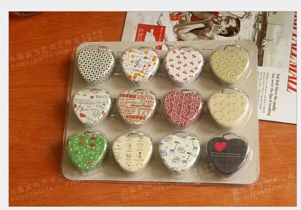 12 conception porte-clés en forme de coeur boîte en forme de cœur boîte de bonbons / boîte joyeuse Boîte à clés Boîte à pilules Boîte à pilules Boîtier en métal boîte à pilules mixte