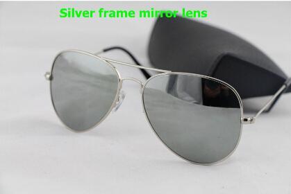 2017 neuf Hommes Femmes Lunettes de Soleil Designer Argent cadre / Miroir lentille Lunettes de soleil plage lunettes de soleil 58mm / 62mm avec boîte d'origine.