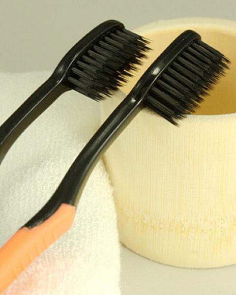 Wholesale-Hot Retail / Wholesale für Frauen und Männer 4pcs / set Bambus Kohlefaser weichen Borsten weichen elastischen Zahnbürste Bambus Zahnbürste
