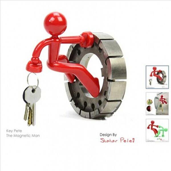 Novelty Home Decor Funny Wall Climbing Boy Magnetic Key Holder Key Pete Cartoon Keys Hanging Ornament
