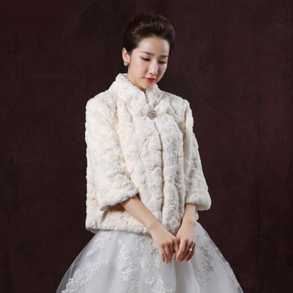 2019 Champagne Princess Faux Fur Bridal Shrug Jacket Cape Stole Shawl Bolero Coat Crystal For Winter Wedding Bride Bridesmaid Dresses Real Image From
