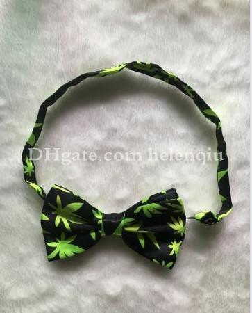 top popular Fashion New Green Maple Leaves Mens Bowties men's ties men's bow ties men bow tie Bowtie Star Check Polka 12cmX6cm 2020