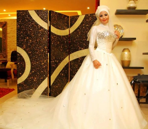 Arabian Long Sleeve Muslim Hijab Crystal Wedding Dress Beaded Ball Gown Chapel Train Islamic Modest Bridal Gowns High Neckline robe de