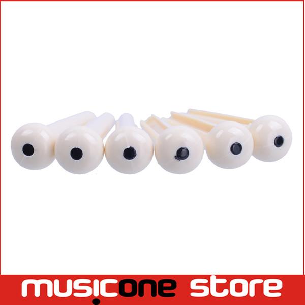 Ivory Plastic Guitar Bridge Pins mit With Black Dot Beliebte Akustikgitarre Zubehör Neu eingetroffen Auf Lager wholesale MU0263