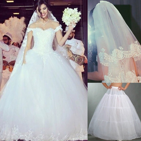 2015 Ball Gowns Wedding Dresses Off the Shoulder Sweetheart Lace Appliqued Tulle Bridal Wedding Gowns With Lace Veil and Petticoat Dhyz 01