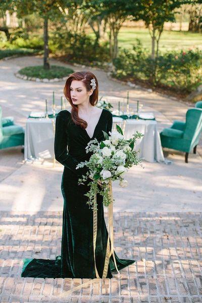 Elegant Green Long Sleeve Evening Dresses Sexy V Neck Court Train Velvet Dresses Party Evening Gowns Vestidos De Noche Prom Dresses Long