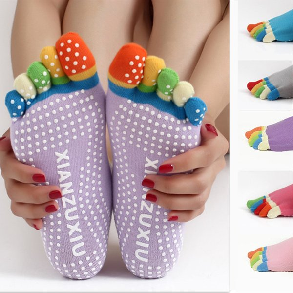 top popular 17colors Fashion Unisex Cotton YOGA five finger socks Skid proof Sock Outdoor Sports Sock With Granules Style Choose 4 colors 2020