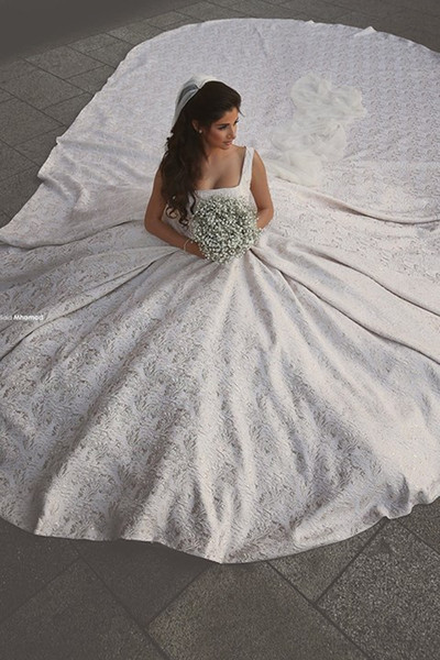 Custom Made Lace Applique Spaghetti Straps Ball Gown Wedding Dresses Cathedral Train Luxury Long Bridal Gowns No Sleeve Arabic Dress