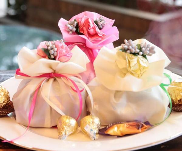 50pcs Deluxe Romantische Satin Beuter Geschenk-Beutel mit Stamens Pistil Blume für Hochzeit Baby Shower Favor