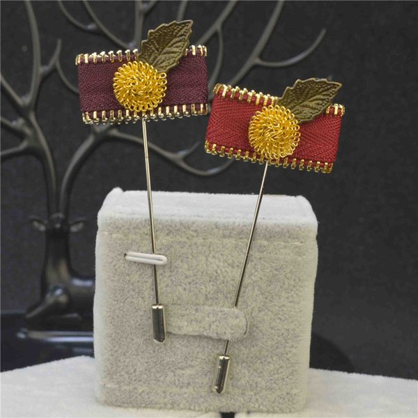 price cheap luxury flower brooch lapel pins handmade boutonniere stick with gold-plated ball and bronze leaf and zipper for gentleman suit