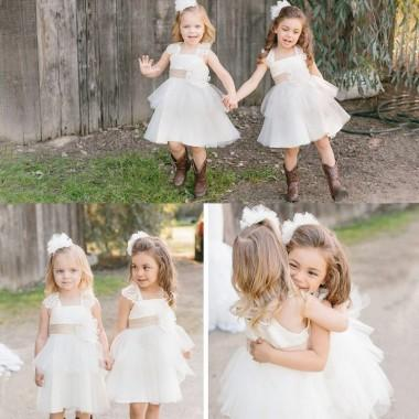 Precioso blanco hasta la rodilla Princesa Flower Girl Dresses 2017 Country Style Jardín Beach Wedding Kids formal lleva encaje Spaghtti con marco