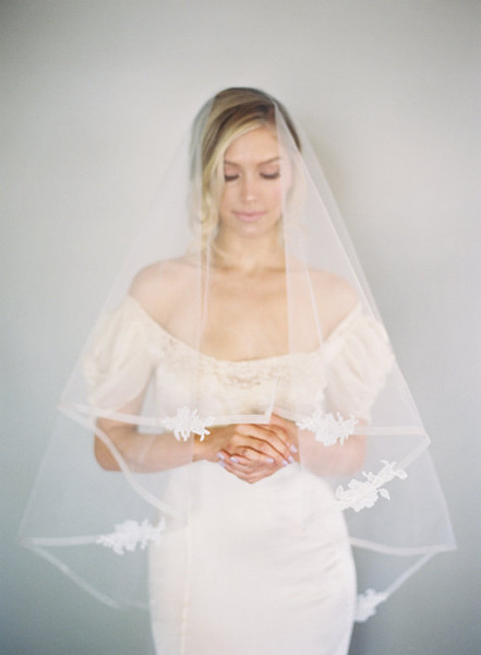 high Quality Fingertip length one layer White Ivory Ribbon Edge Applique White ivory Wedding Veil Bridal veil without comb