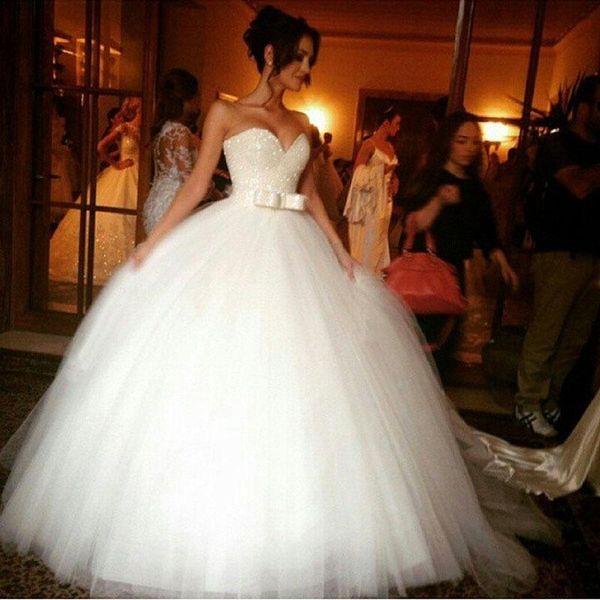 Branco Custom Made 2019 Retro Espumante Querida Ball Gown Vestidos De Casamento Sweep Trem de Alta Qualidade Sem Mangas Vestidos de Noiva