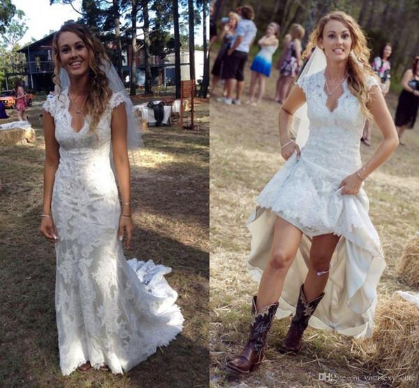 2018 빈티지 국가 웨딩 드레스 브이 넥 캡 슬리브 바닥 길이 레이스 웨딩 드레스 Cowgirls 높은 낮은 백리스 신부 웨딩 드레스