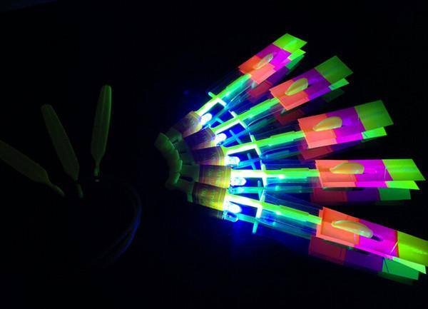 Novedad Niños Juguetes Increíble LED Vuelo Flecha Helicóptero Para Deportes Divertidos Tirachinas Fiesta de Cumpleaños Suministros Regalo de Los Niños