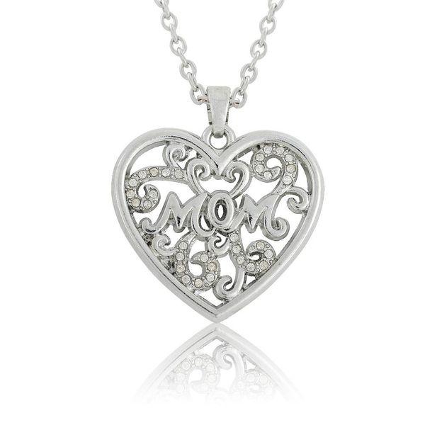 Maman mot sur le modèle pendentif coeur