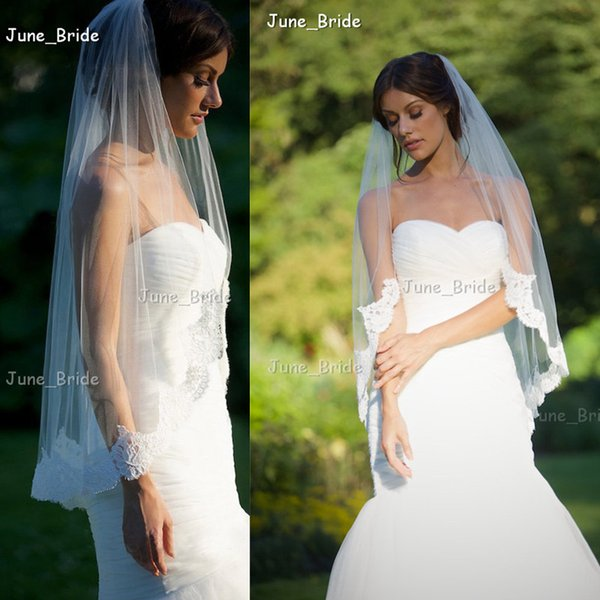 New Arrival Bridal Veil Factory Custom Made One Layer Delicate Lace Edge Fingertip Length Wedding Veils Designer Style High Quality Tulle