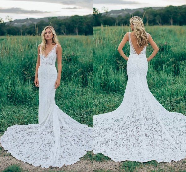 2017 Romantic Boho Elegant Backless Lace Wedding Dresses V-neck Sheer Ruched Novia Fitted Mermaid Bohemia Bridal Gowns with Court Train