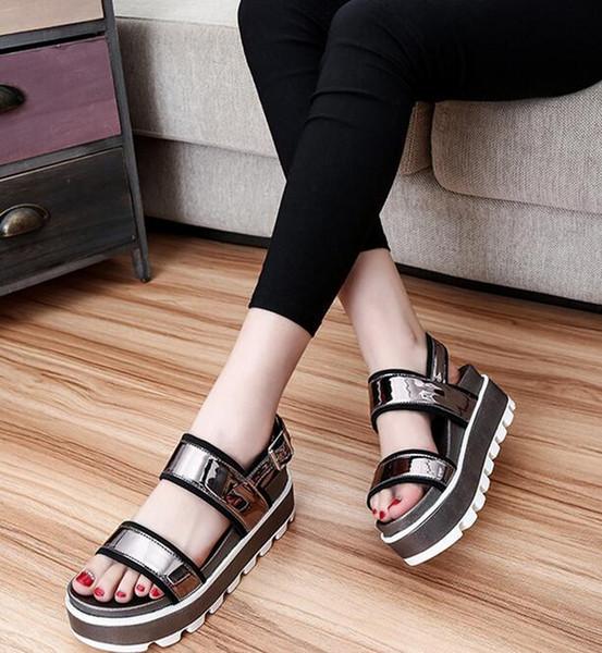 2016 verano nuevos zapatos ocasionales auténticos estudiante perezoso sandalias planas mujeres plataforma sandalias torta FEDERACIÓN