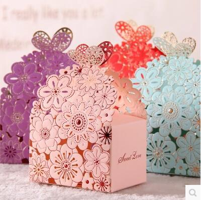 2016 New Wedding Candies Boxes Creative Butterfly Flower Pierced Wedding Accessories Cigarette Boxes Candies Boxes Various Colors