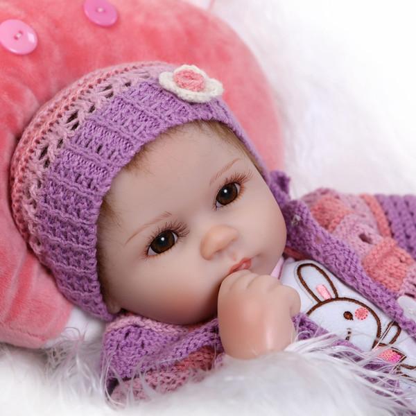 Atacado-17inches lifelike Silkworm reborn bebê macio vinil de silicone real toque boneca adorável bebê recém-nascido coelho roupas
