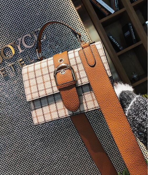 Vintage woolen bag female 2018 new fashion wild small square bag winter wide shoulder shoulder Messenger bag