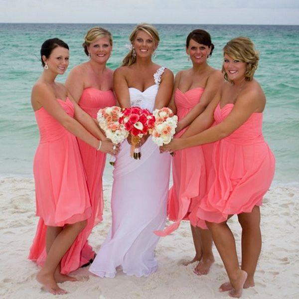 Vestidos de dama de honor de playa Coral 2016 Sweetheart con pliegues gasa longitud de la rodilla plisados invitados de boda vestidos una línea de vestido fluido para la venta